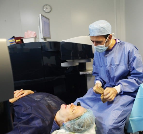 Even if patients worried about the prospect of surgery of the eyes, the conduct of a refractive surgery is painless and comfortable way. Communication between the surgeon and his patient is possible at any moment. Anesthesia is purely local.