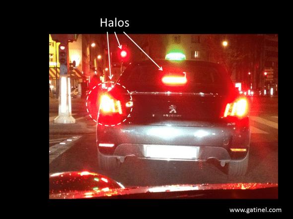 halos nocturnes phares de voiture