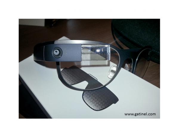 L'objectif de la caméra photo/vidéo : il s'illumine quand la caméra enregistre les images.